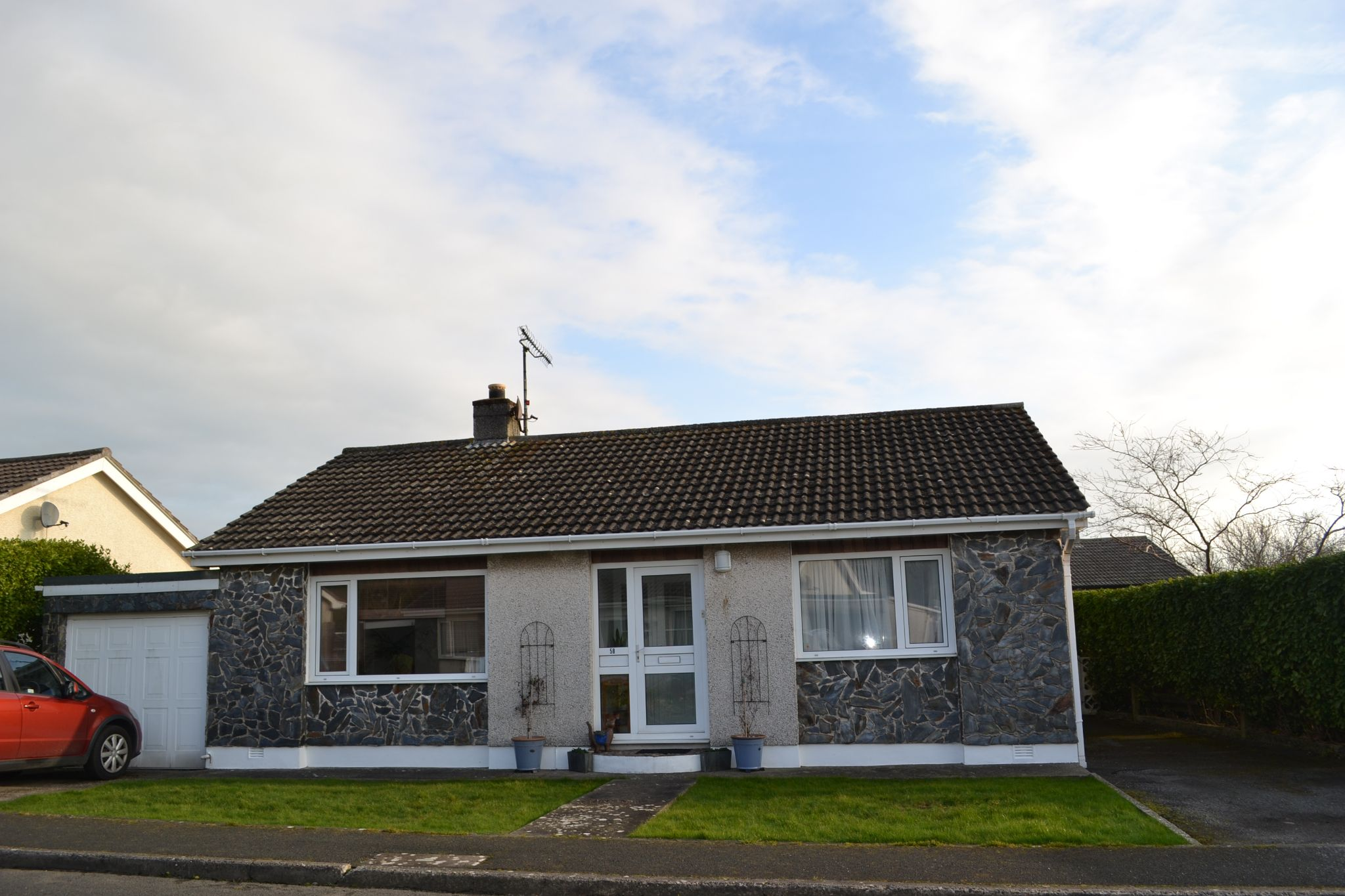 2 bedroom detached bungalow SSTC in Ballasalla - Photograph 1