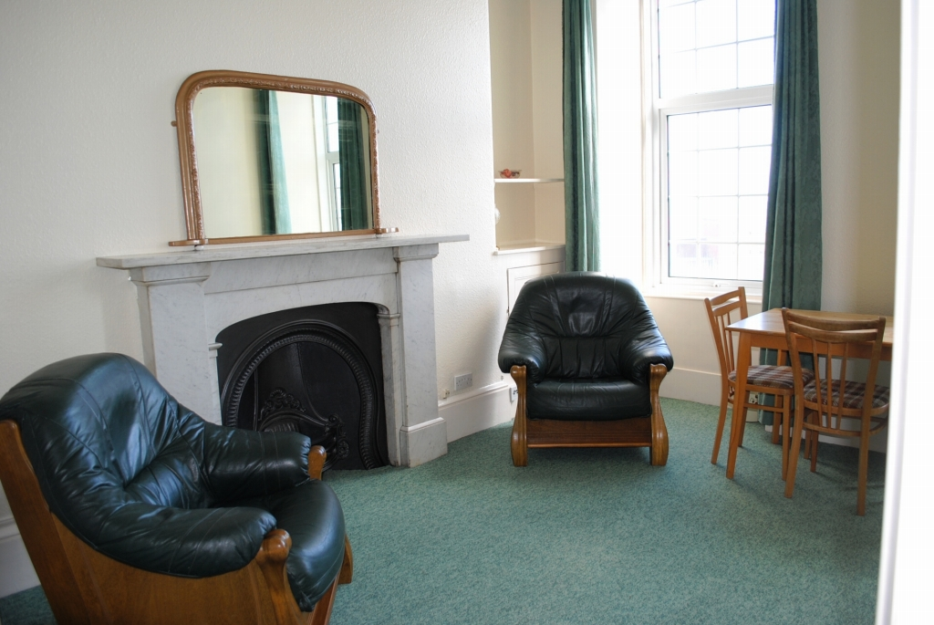 1 bedroom apartment flat/apartment Let in Douglas - Photograph 2