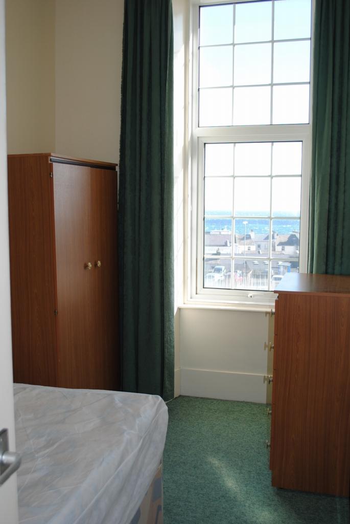 1 bedroom apartment flat/apartment Let in Douglas - Photograph 5