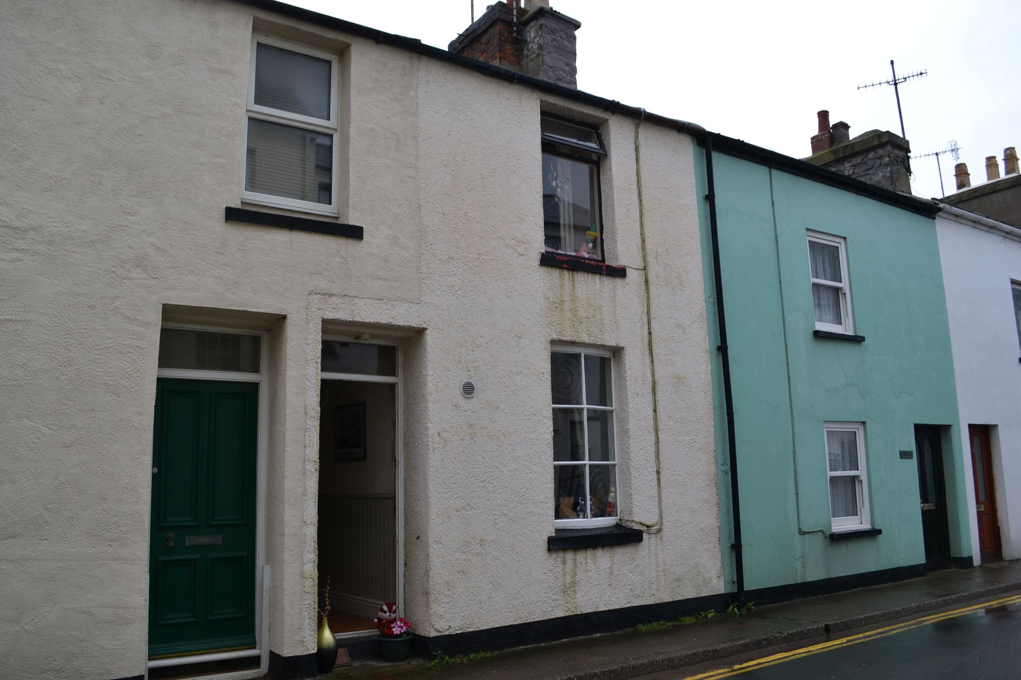 2 bedroom mid terraced house For Sale in Castletown - Photograph 1