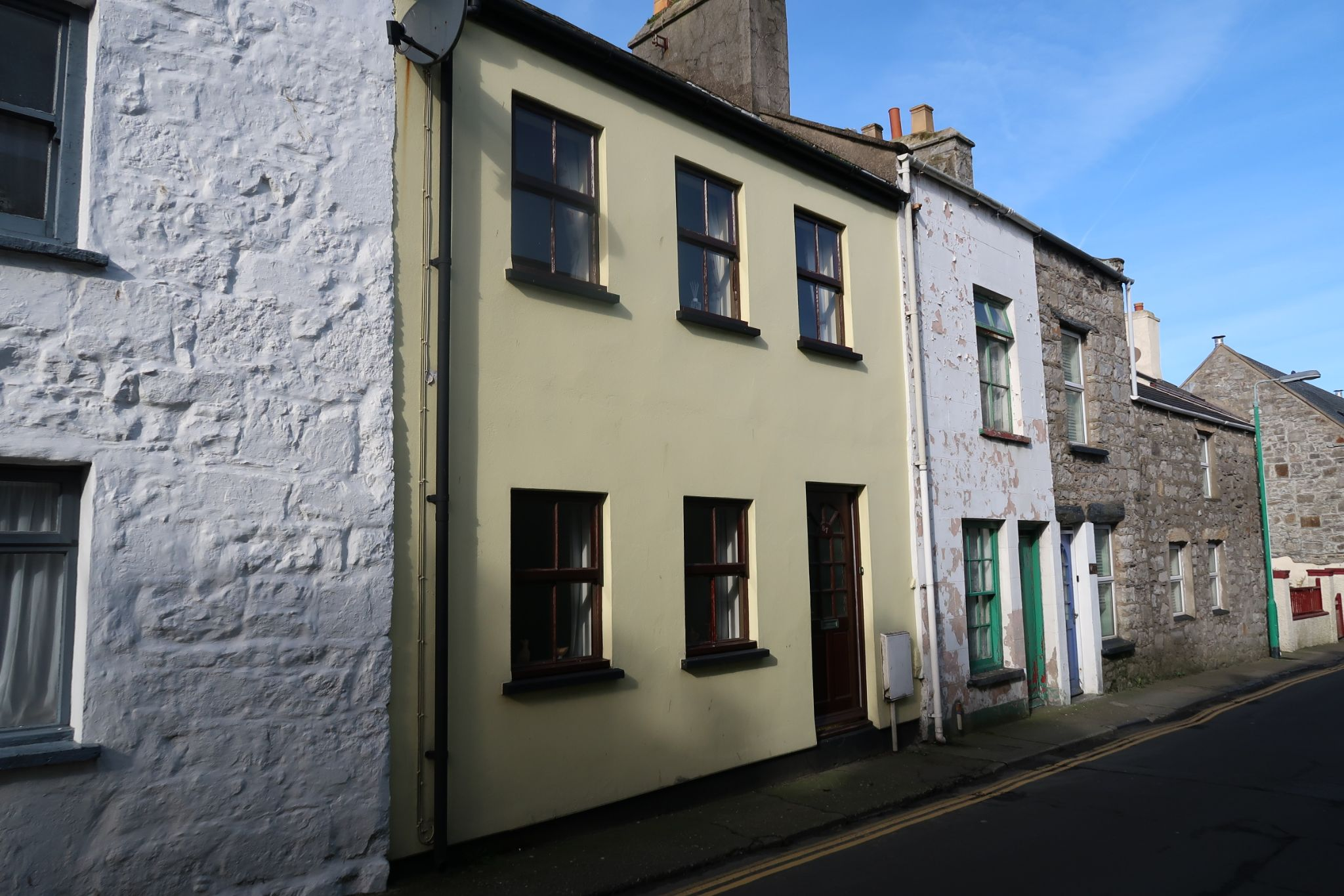 2 bedroom mid terraced house For Sale in Castletown - Property photograph