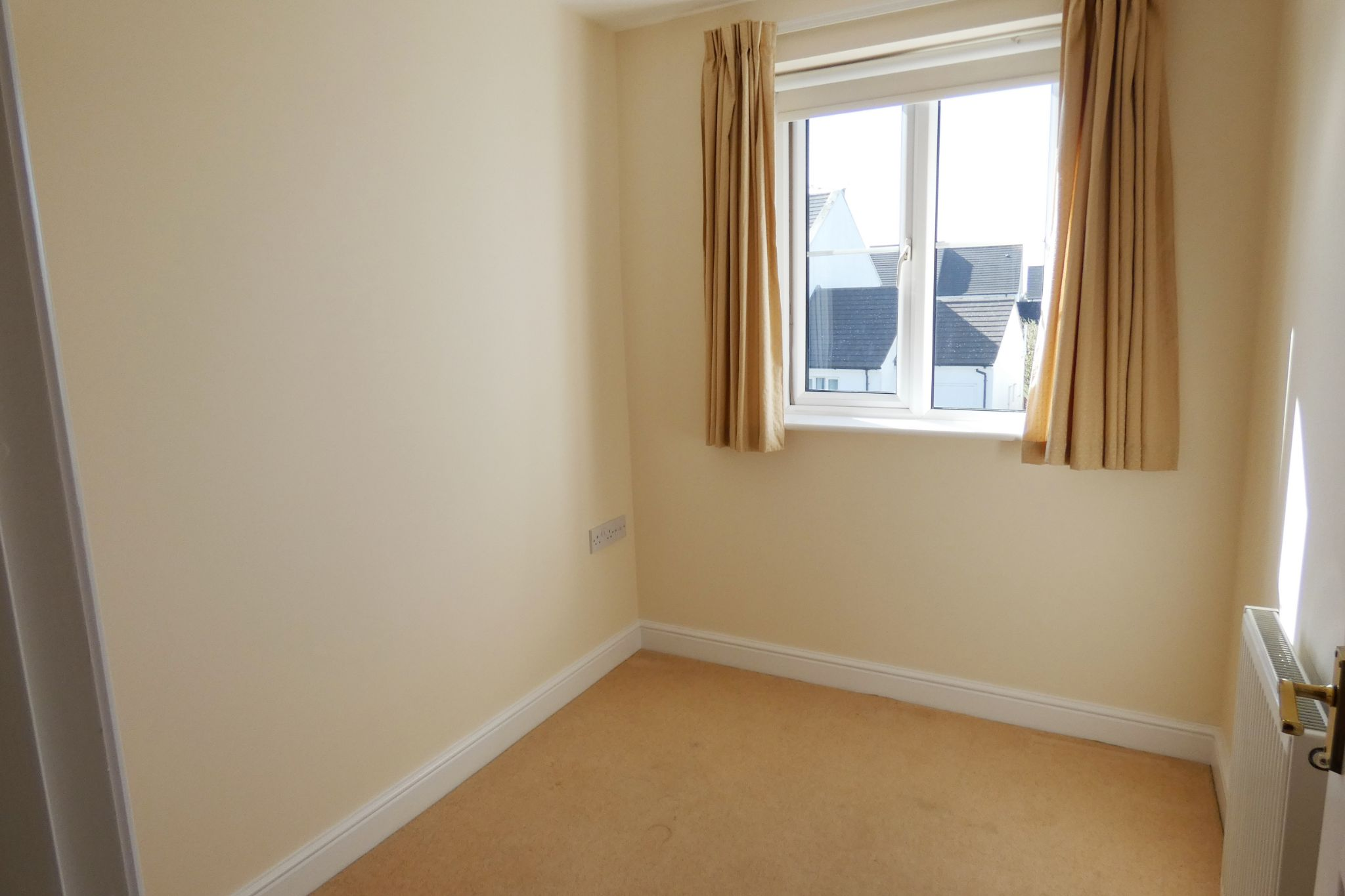 3 bedroom semi-detached house To Let in Santon - Property photograph