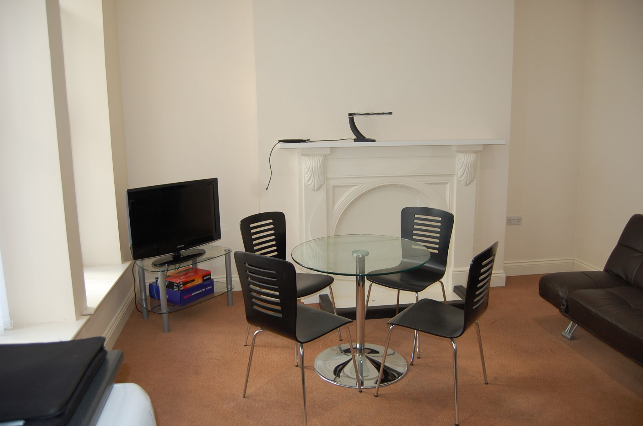 1 bedroom flat flat/apartment Let in Peel - Property photograph
