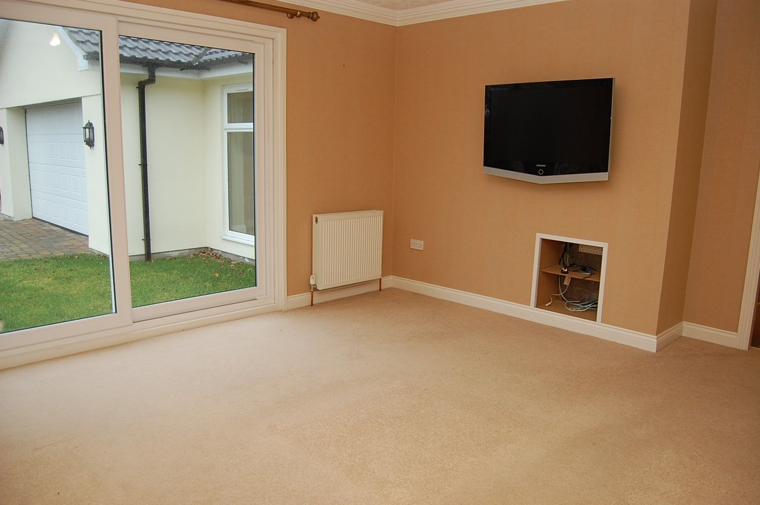 3 bedroom detached bungalow For Sale in Colby - Property photograph