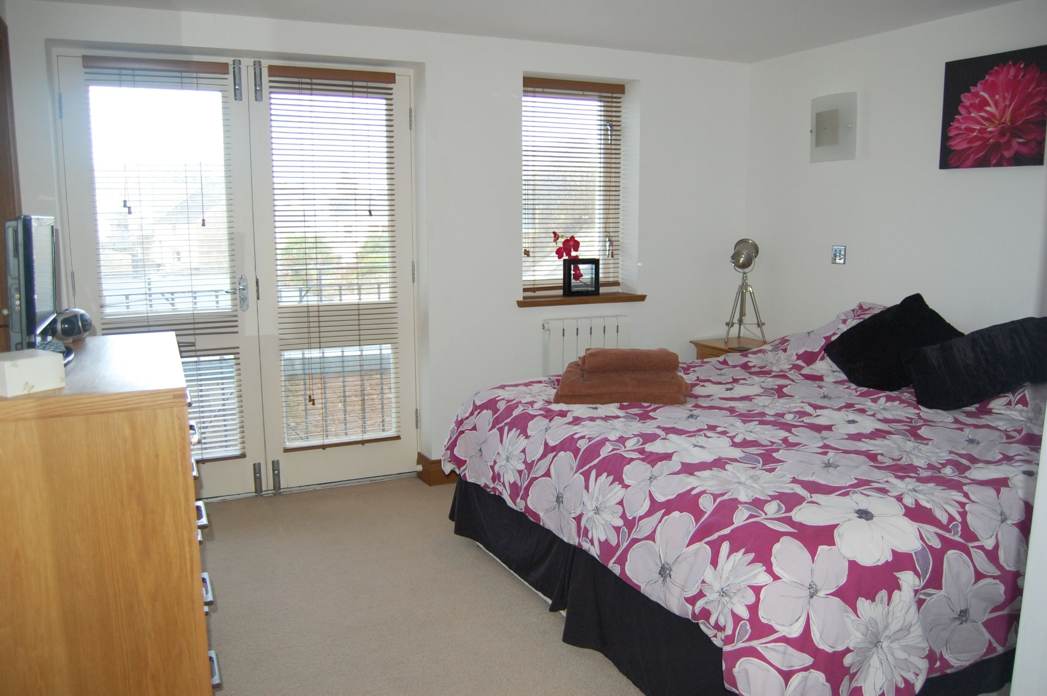 2 bedroom apartment flat/apartment Let in Peel - Property photograph