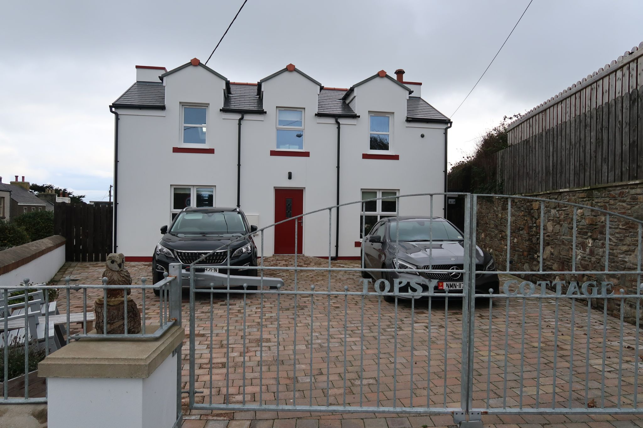 2 bedroom cottage house To Let in Port St Mary - Photograph 1