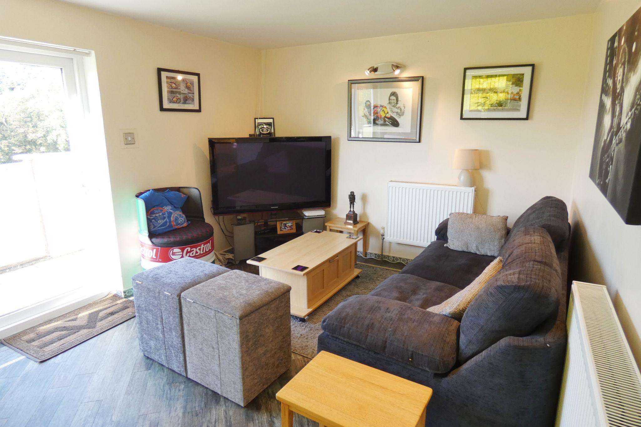 6 bedroom detached bungalow For Sale in Glen Maye - Property photograph