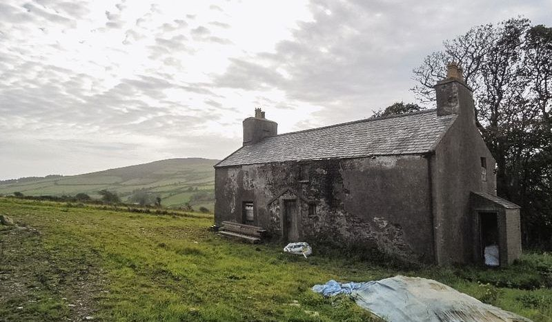 2 bedroom cottage house For Sale in Foxdale - Property photograph