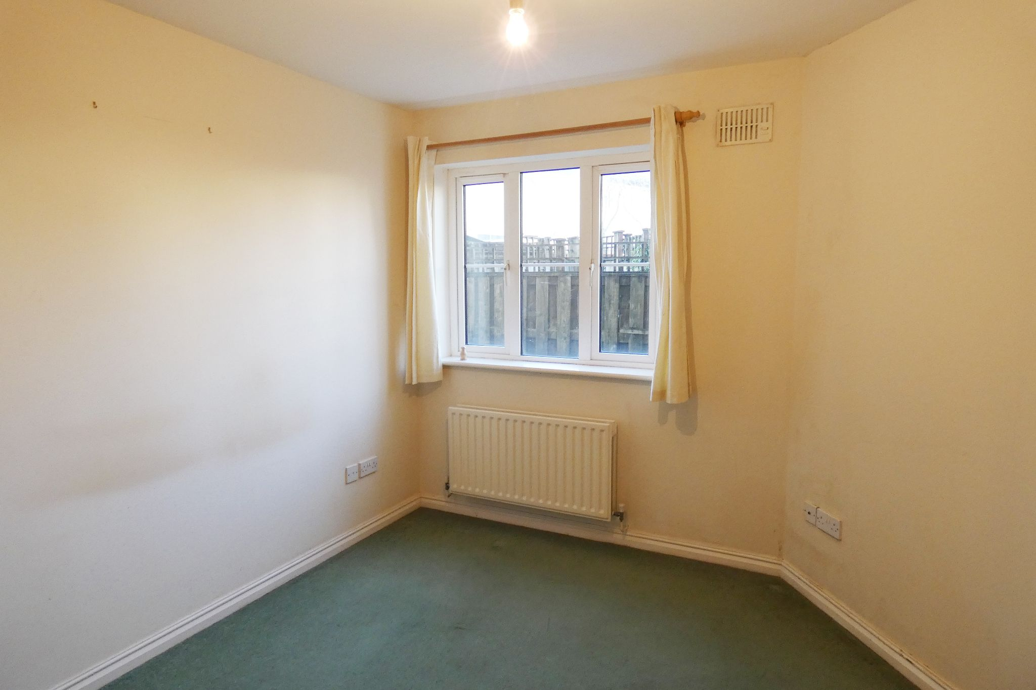 2 bedroom ground floor flat/apartment To Let in Douglas - Property photograph