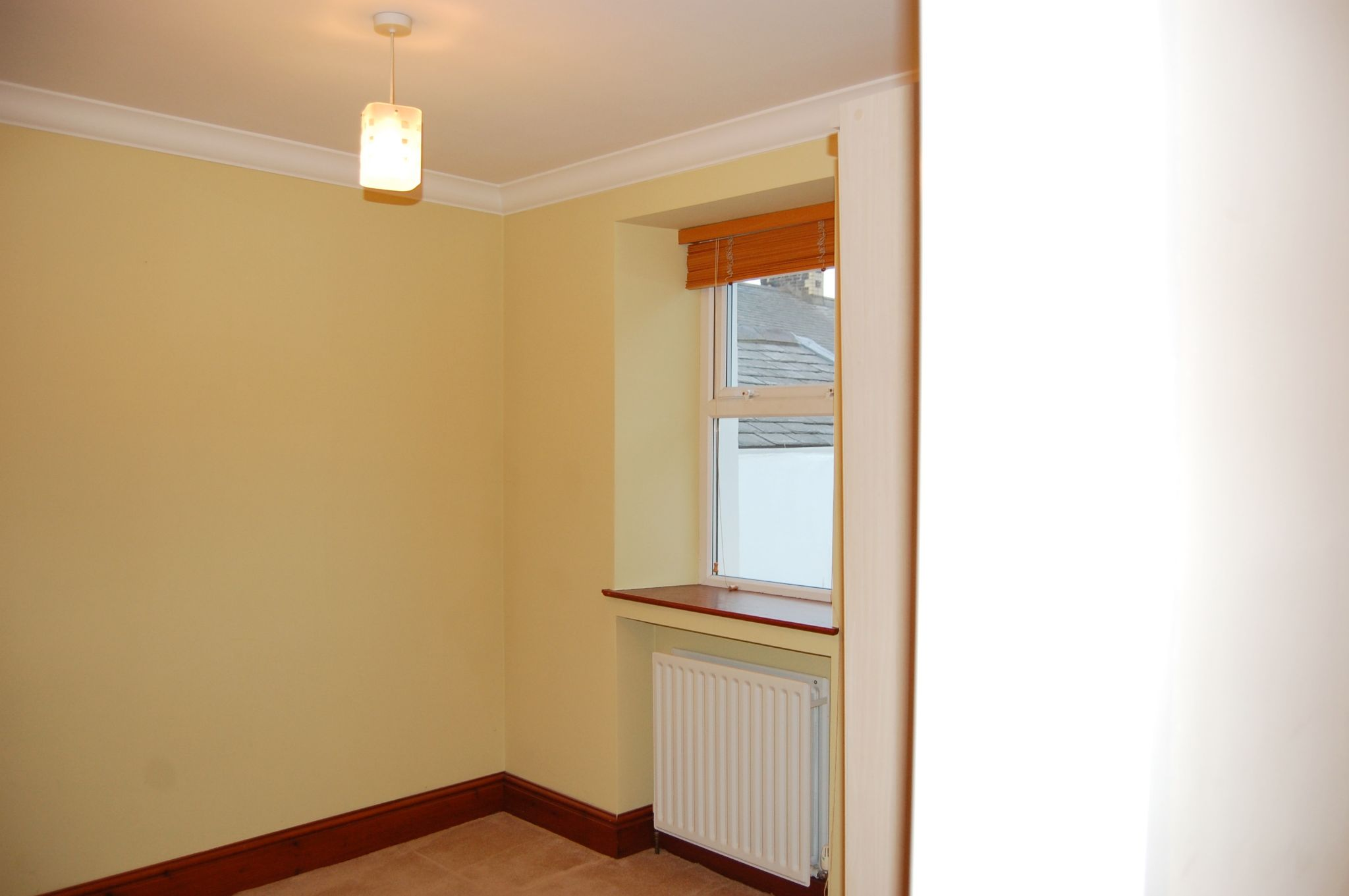 2 bedroom mid terraced house Let in Douglas - Property photograph