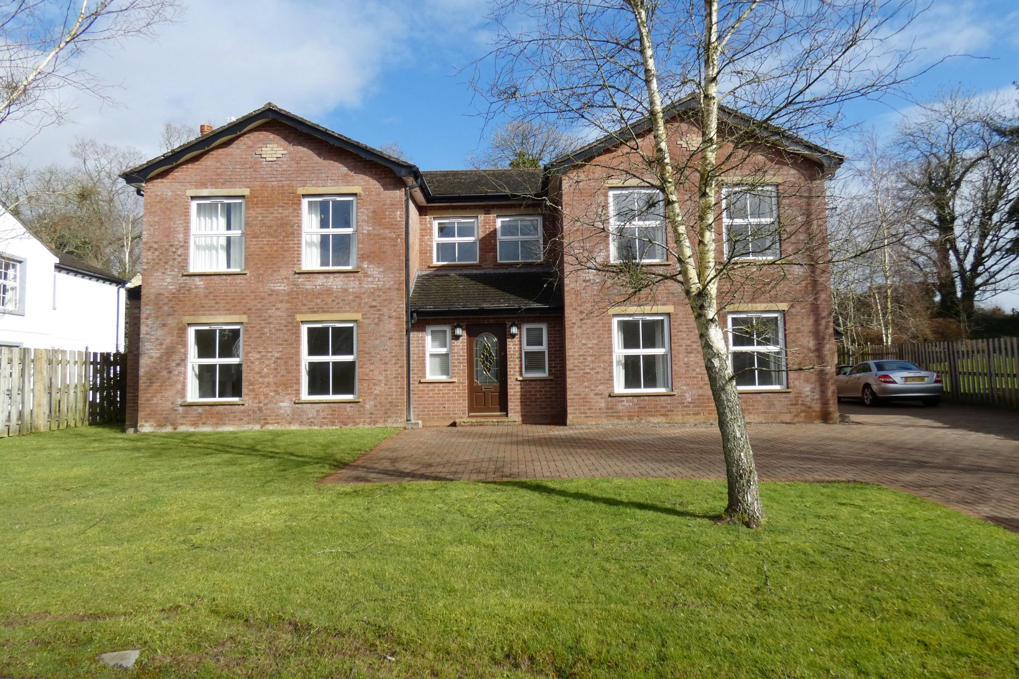 5 bedroom detached house For Sale in Glen Vine - Photograph 1