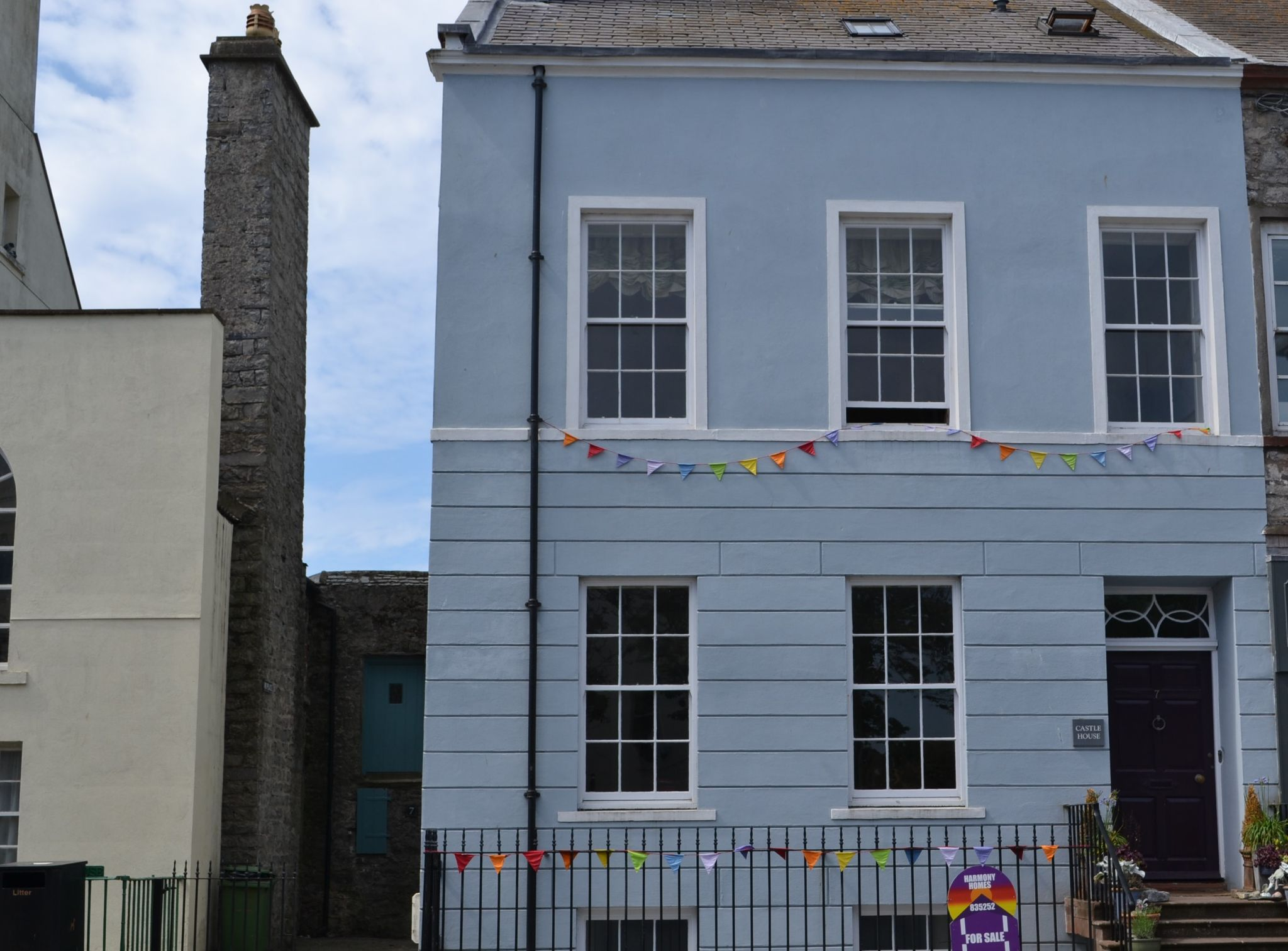 5 bedroom town house For Sale in Castletown - Photograph 1