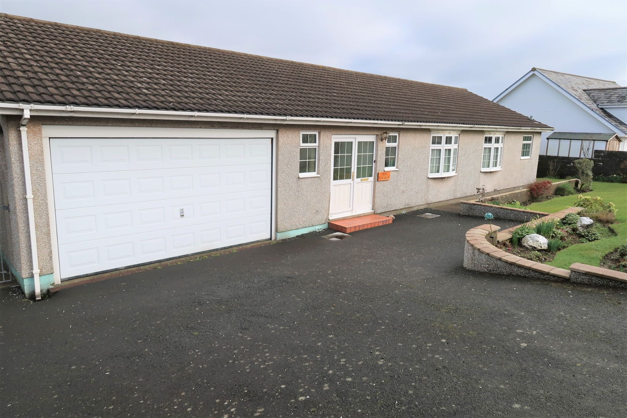 4 bedroom detached bungalow Sold in Port Erin - Property photograph