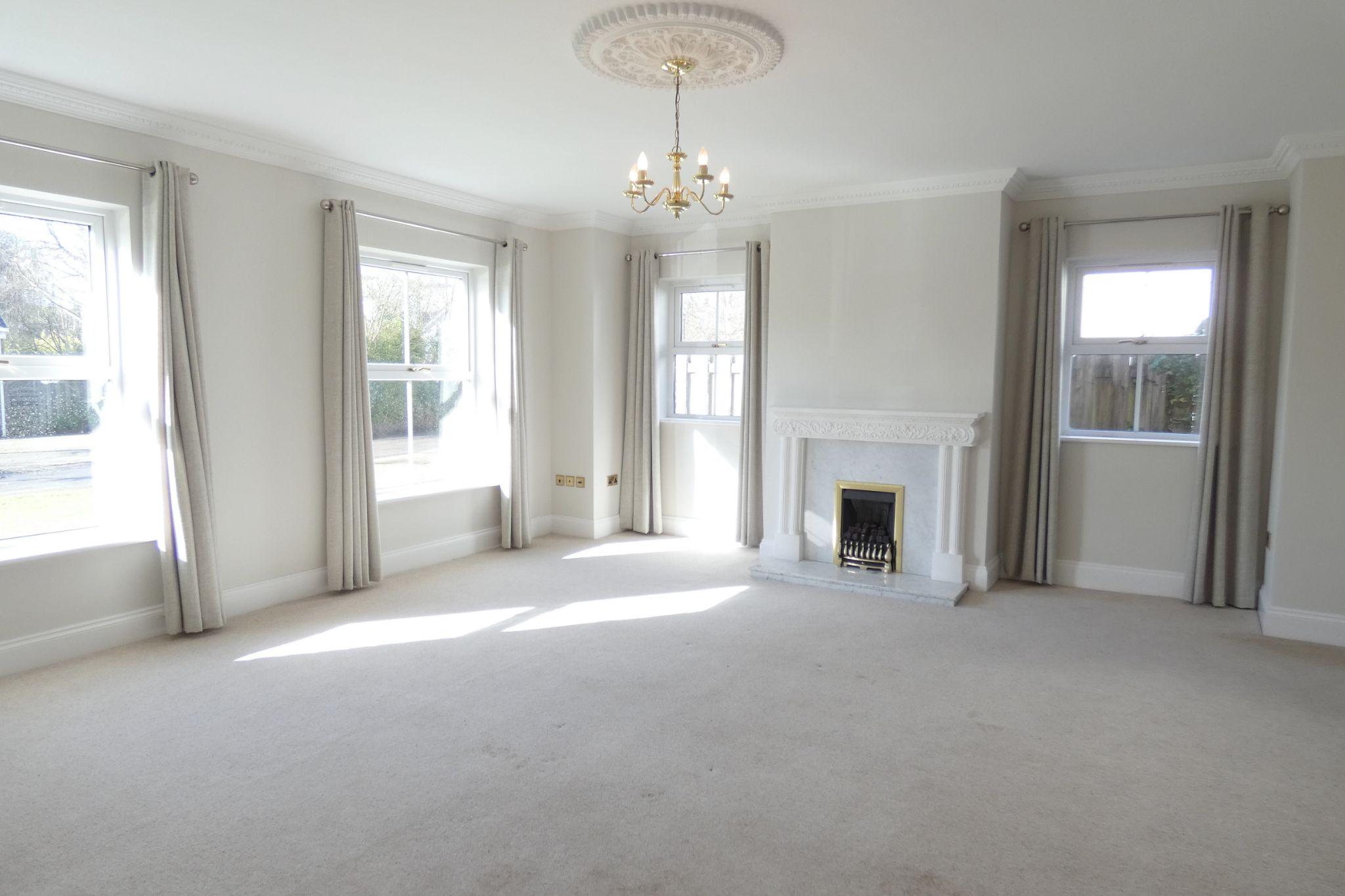 5 bedroom detached house To Let in Glen Vine - Property photograph
