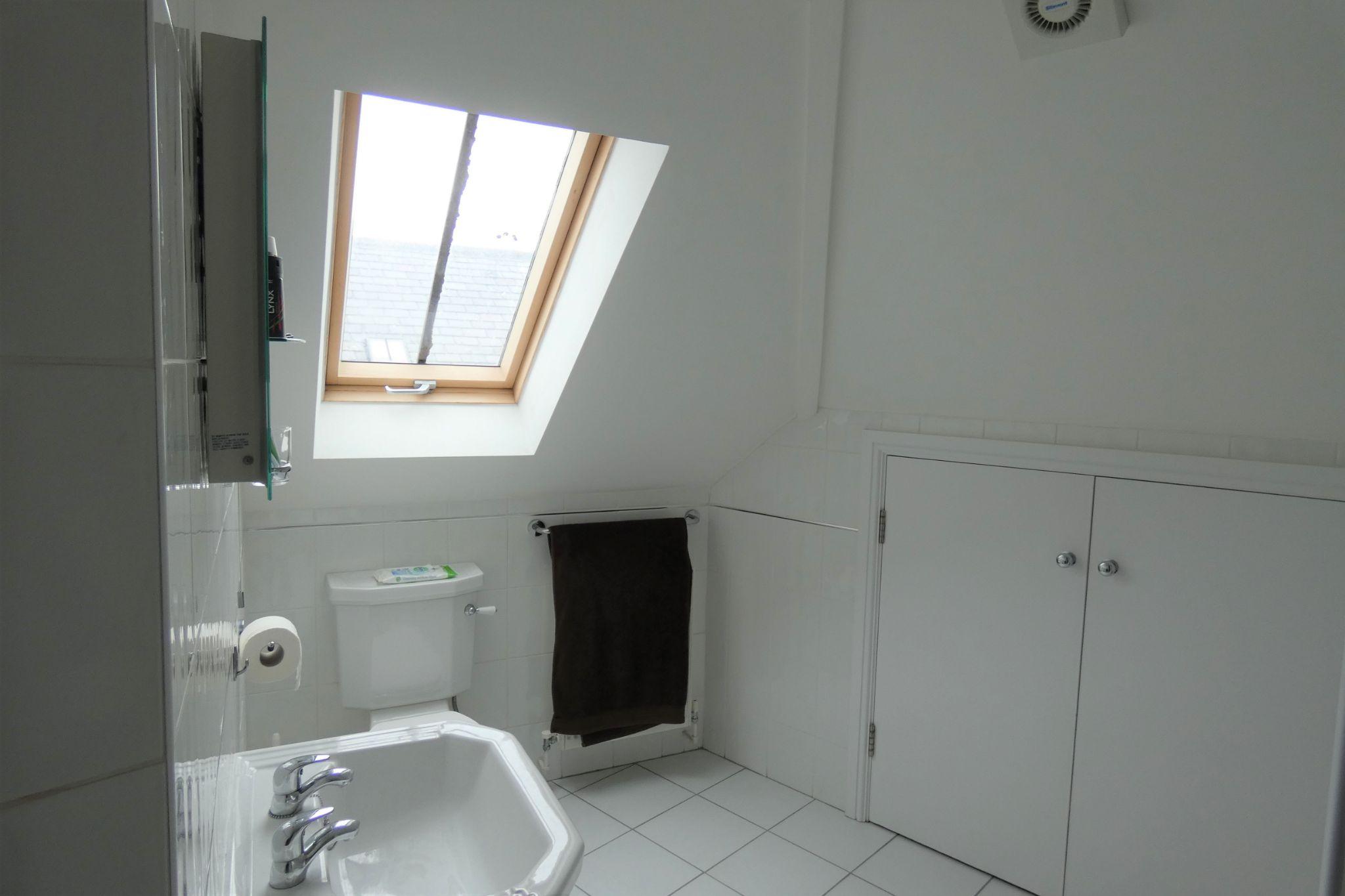 1 bedroom apartment flat/apartment SSTC in Peel - Photograph 7