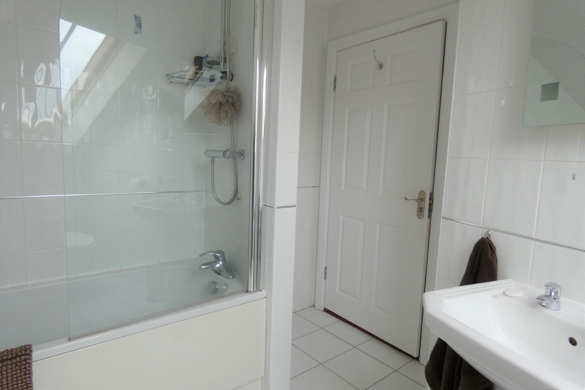 1 bedroom apartment flat/apartment SSTC in Peel - Photograph 8