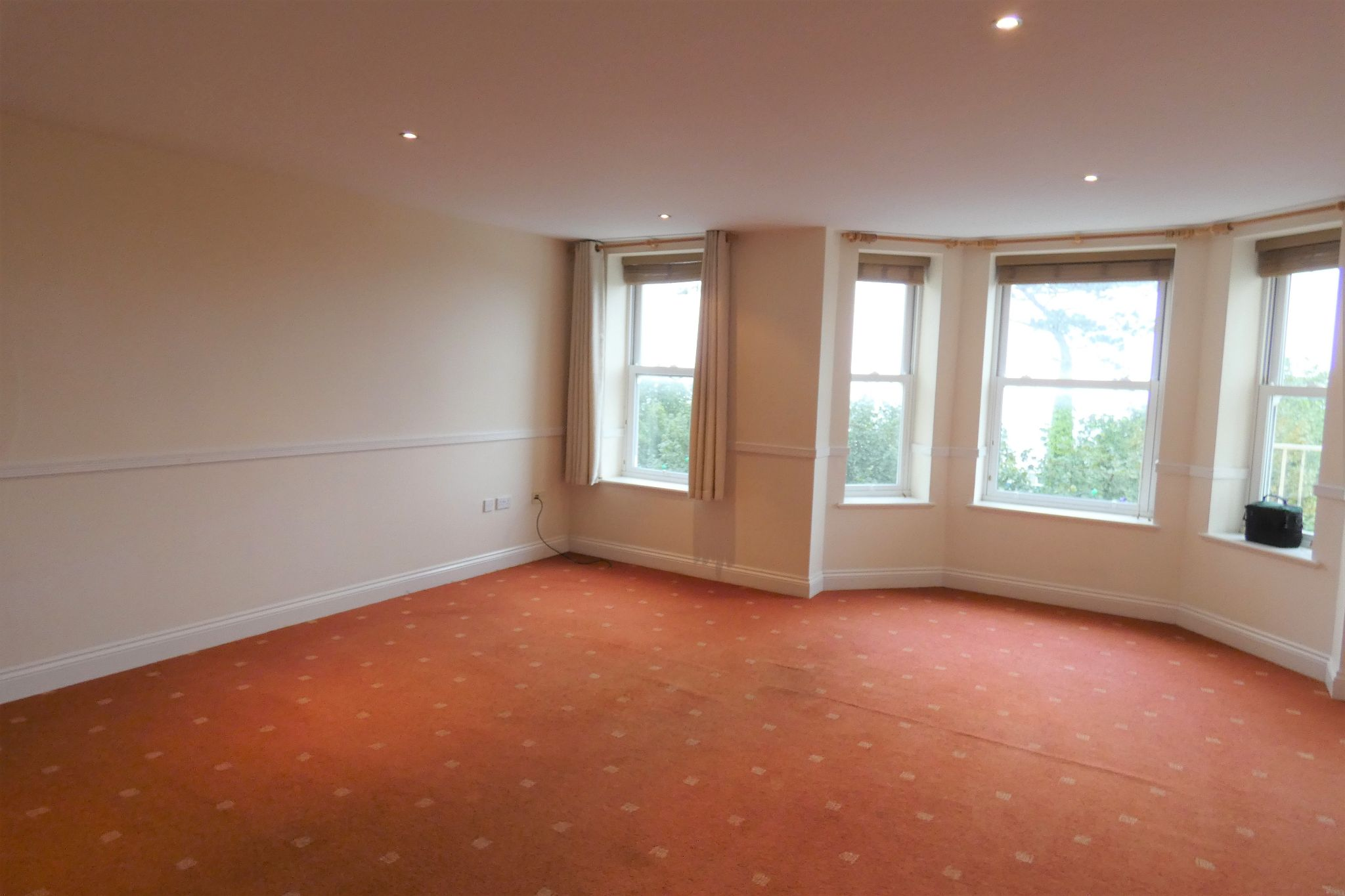 2 bedroom apartment flat/apartment To Let in Douglas - Property photograph