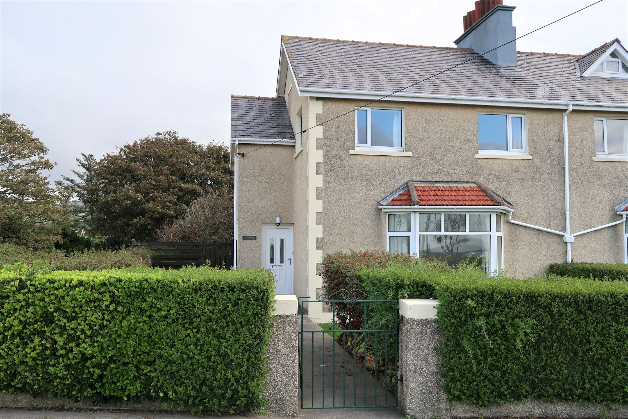 3 bedroom semi-detached house Let in Port St. Mary - Photograph 1