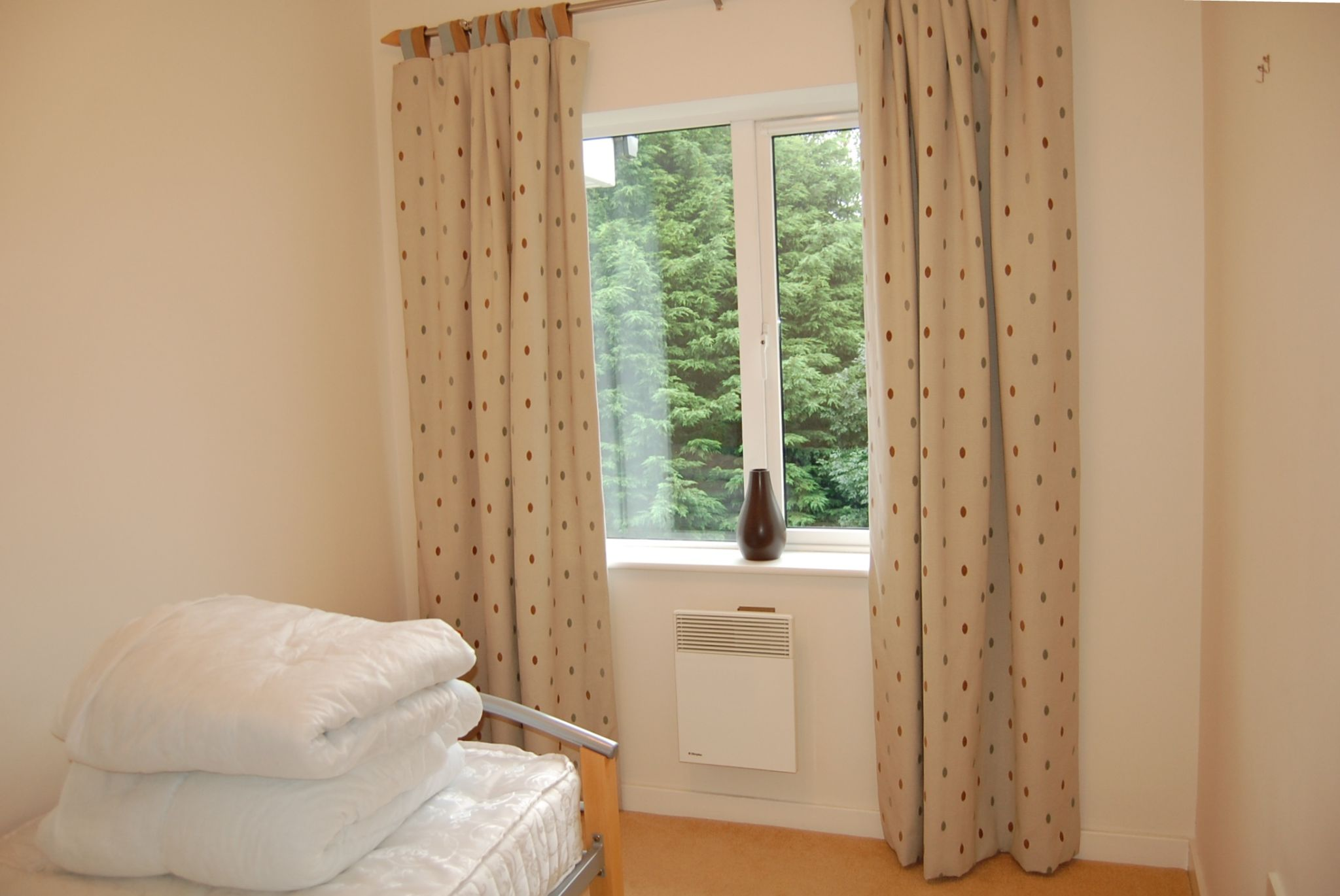 2 bedroom apartment flat/apartment Let in Union Mills - Property photograph