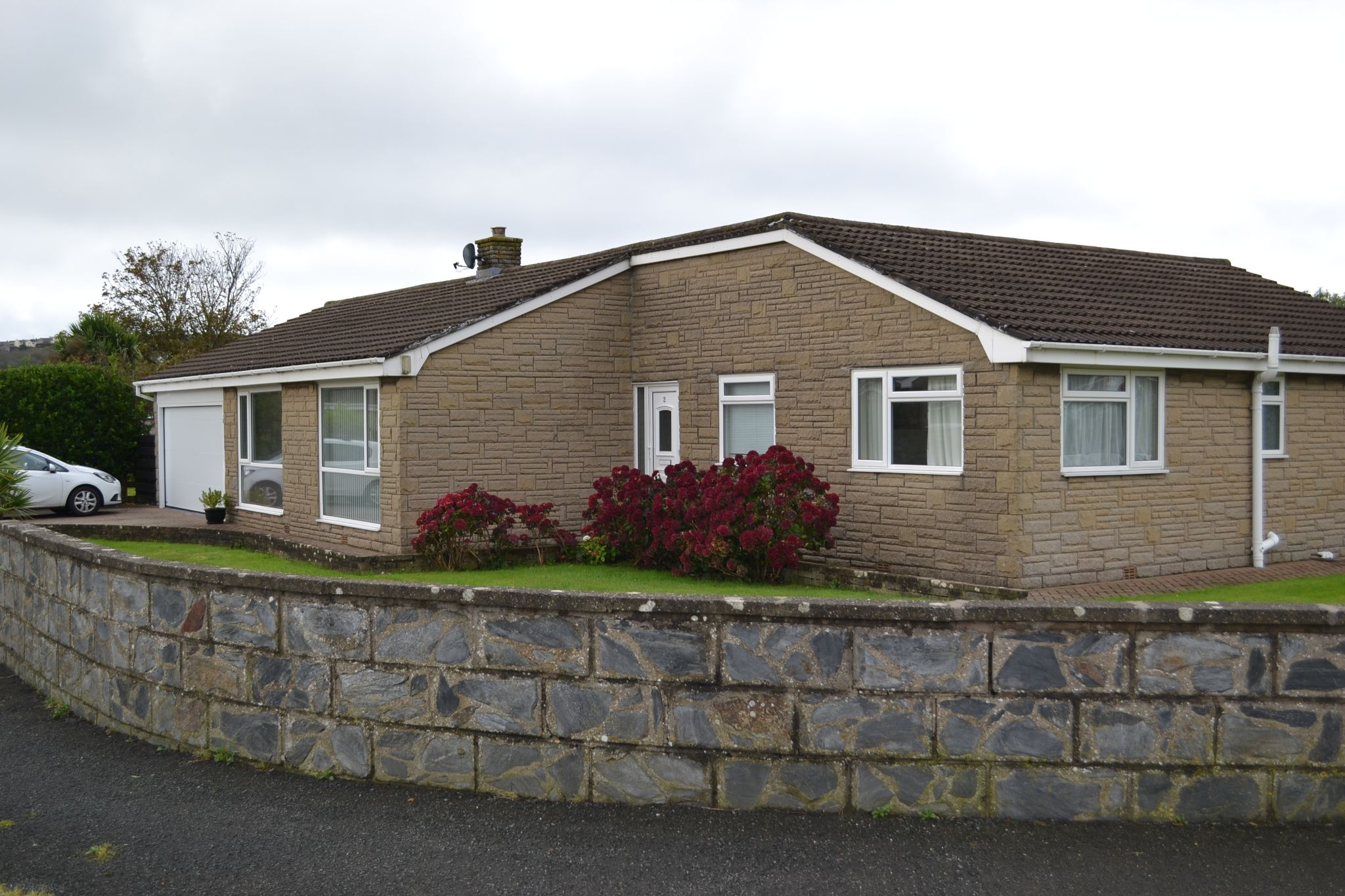 4 bedroom detached bungalow To Let in Port Erin - Photograph 1