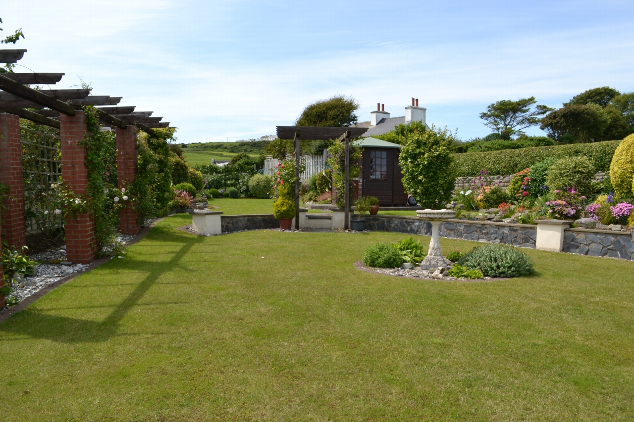 4 bedroom detached bungalow For Sale in Port St Mary - Property photograph