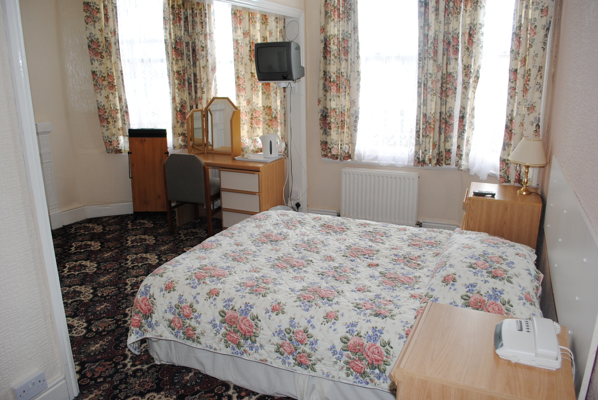 15 bedroom guest house For Sale in Douglas - Property photograph
