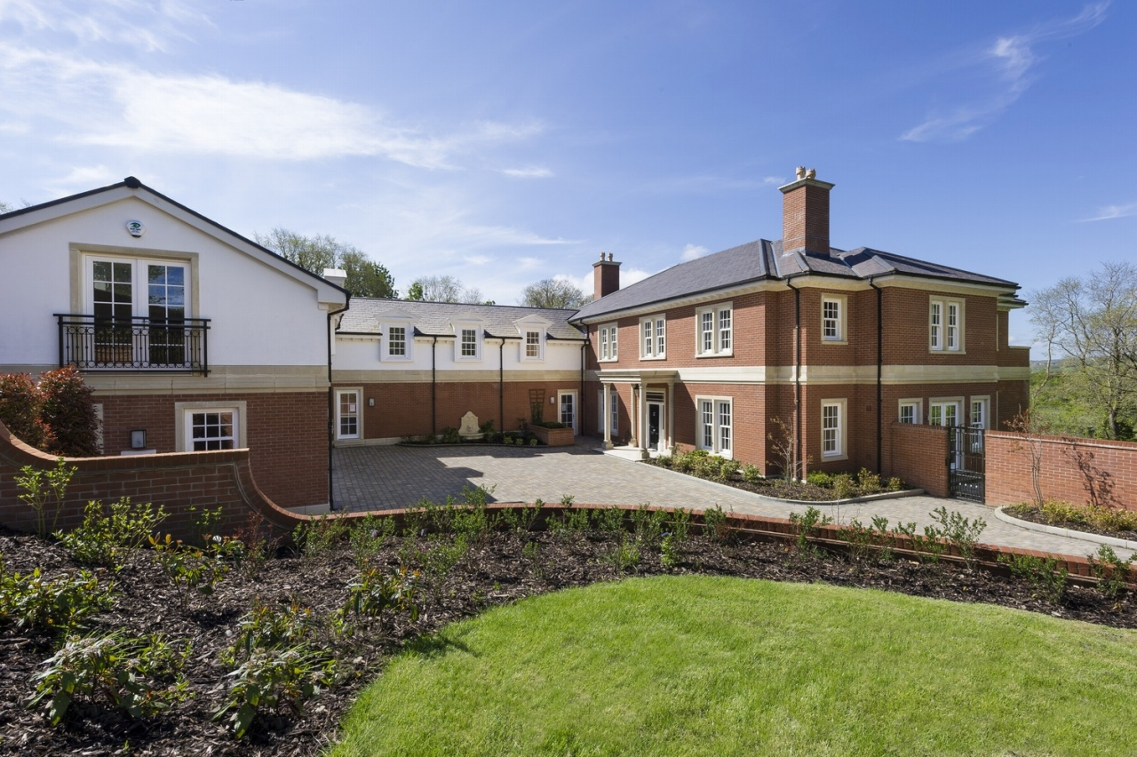 5 bedroom detached house For Sale in Douglas - 1