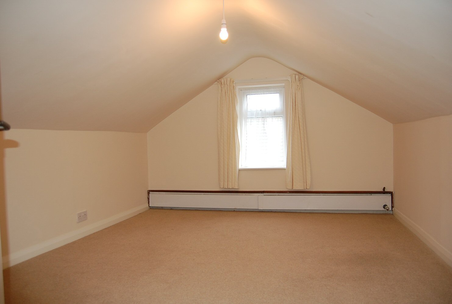 3 bedroom detached bungalow To Let in Onchan - Photograph 8