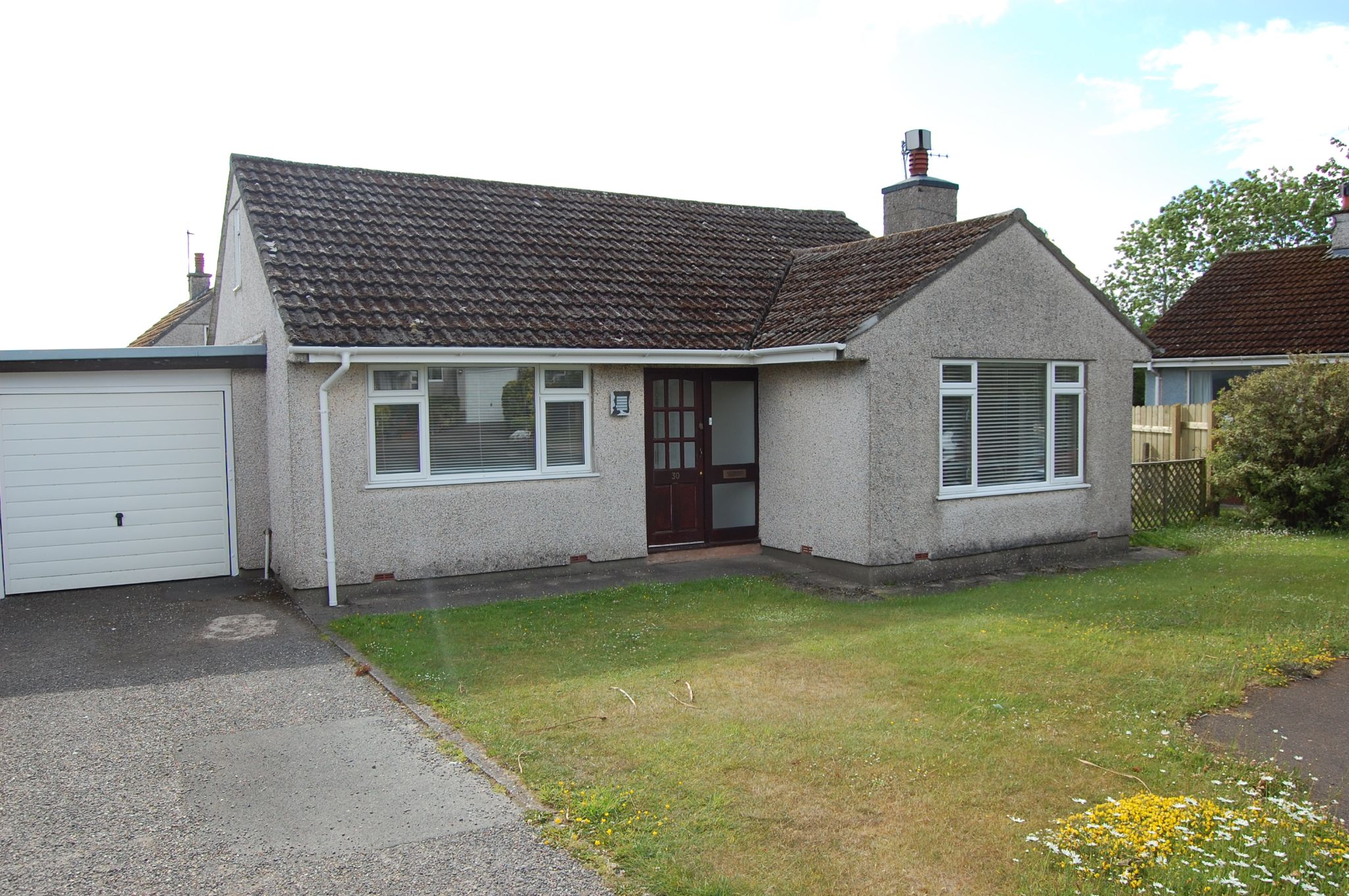 3 bedroom detached bungalow Let Agreed in Onchan - Photograph 1