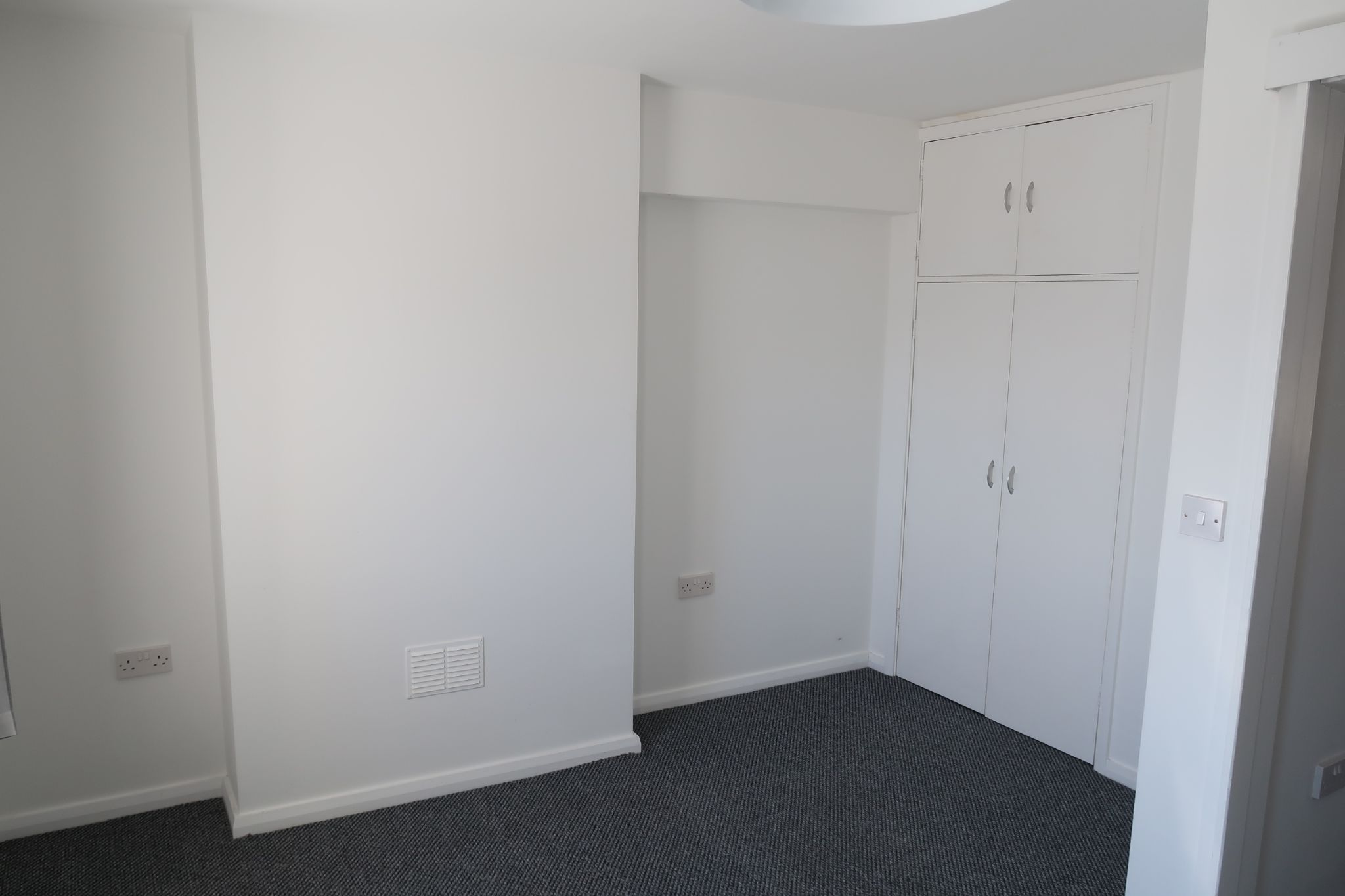 2 bedroom mid terraced house Let in Castletown - Property photograph