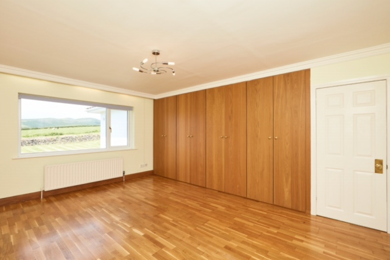 5 bedroom detached bungalow For Sale in Colby - Property photograph