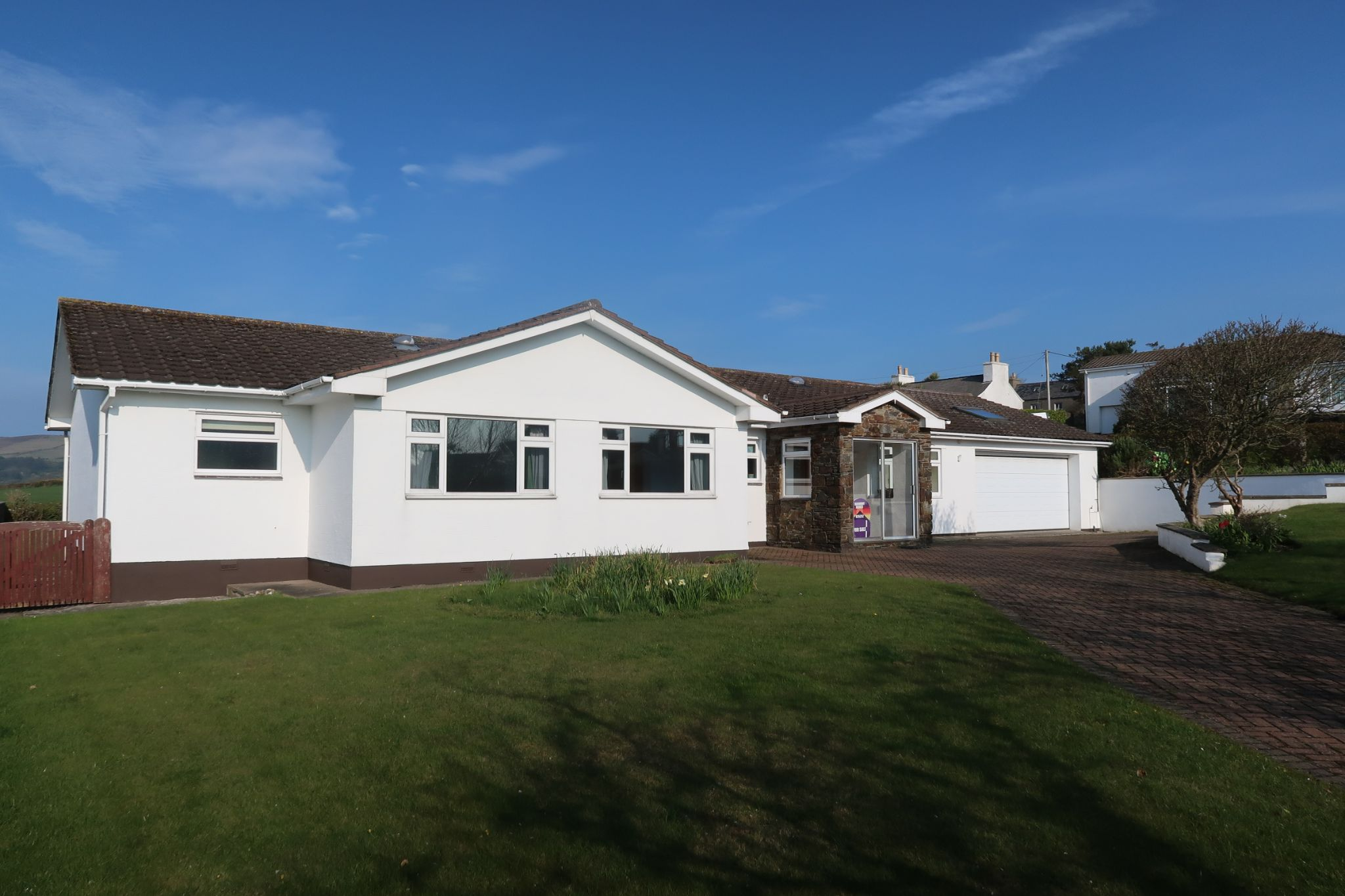 5 bedroom detached bungalow For Sale in Colby - Photograph 1