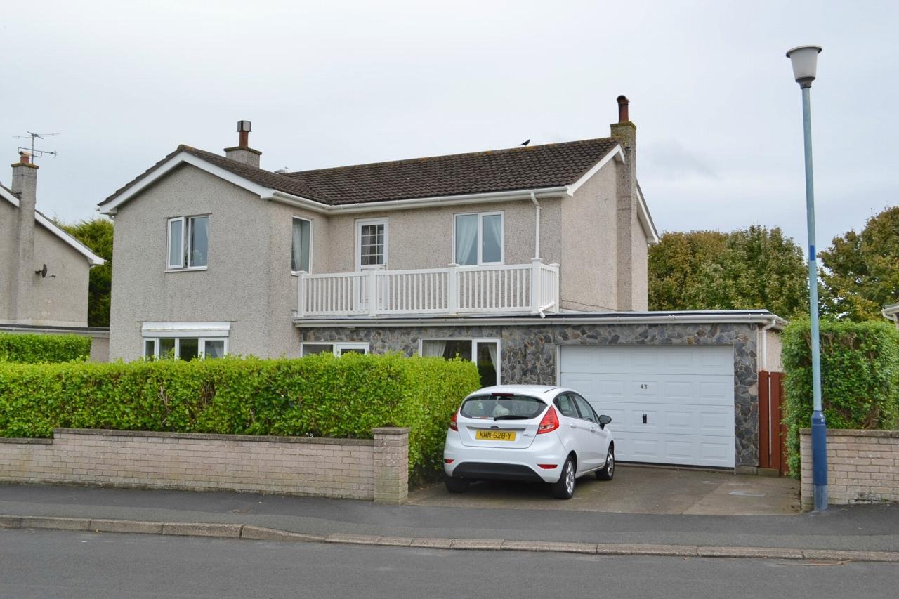 4 bedroom detached house For Sale in Port Erin - 1