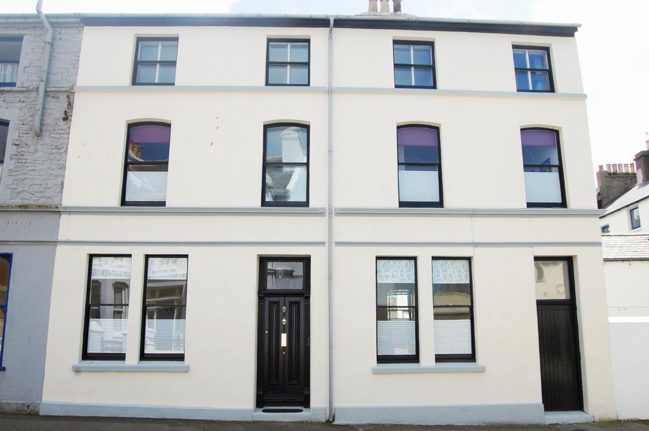 4 bedroom semi-detached house For Sale in Peel - 1