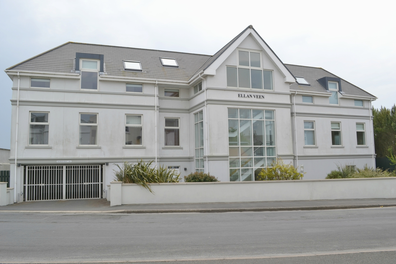 2 bedroom apartment flat/apartment For Sale in Castletown - Photograph 1