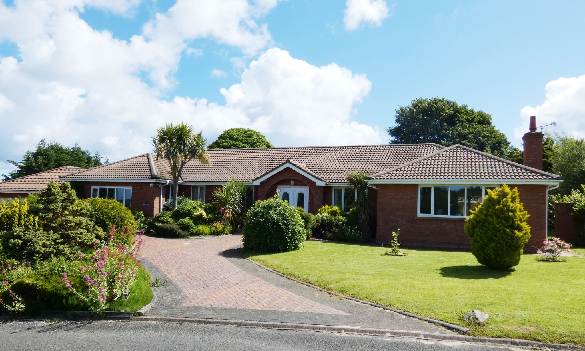 3 bedroom detached bungalow For Sale in Ramsey - Photograph 1