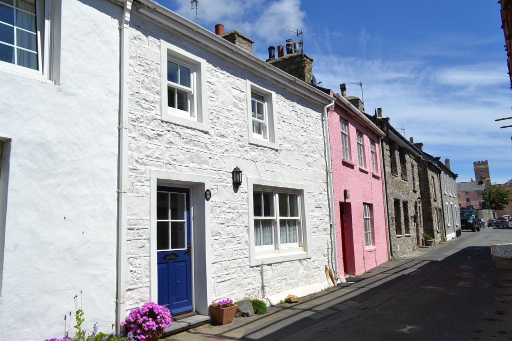 1 bedroom mid terraced house For Sale in Castletown - Photograph 1