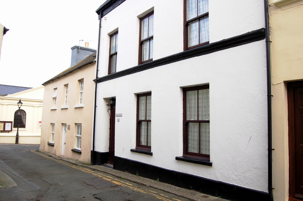 3 bedroom mid terraced house For Sale in Peel - 1