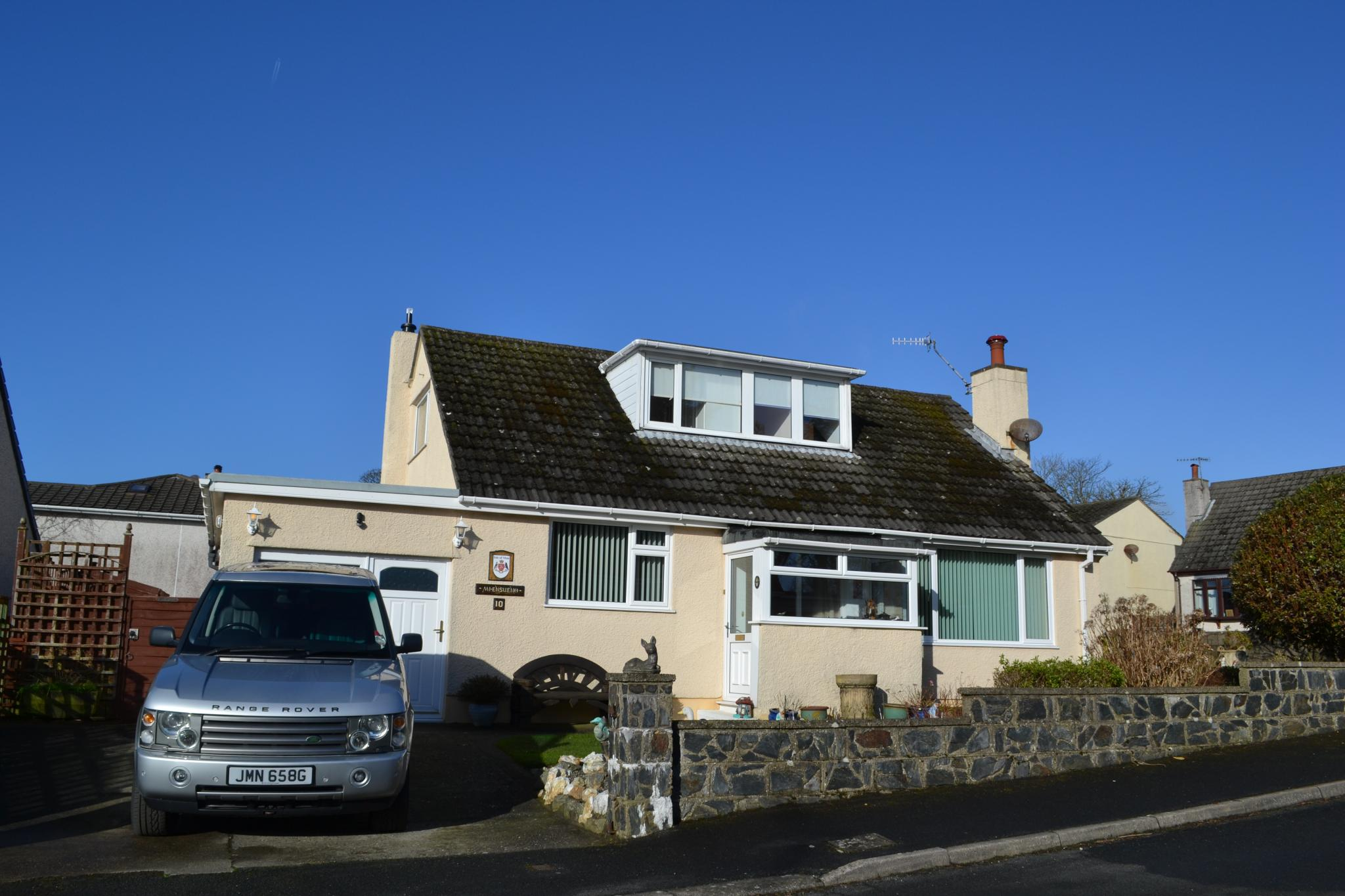 3 bedroom detached bungalow For Sale in Colby - Photograph 3