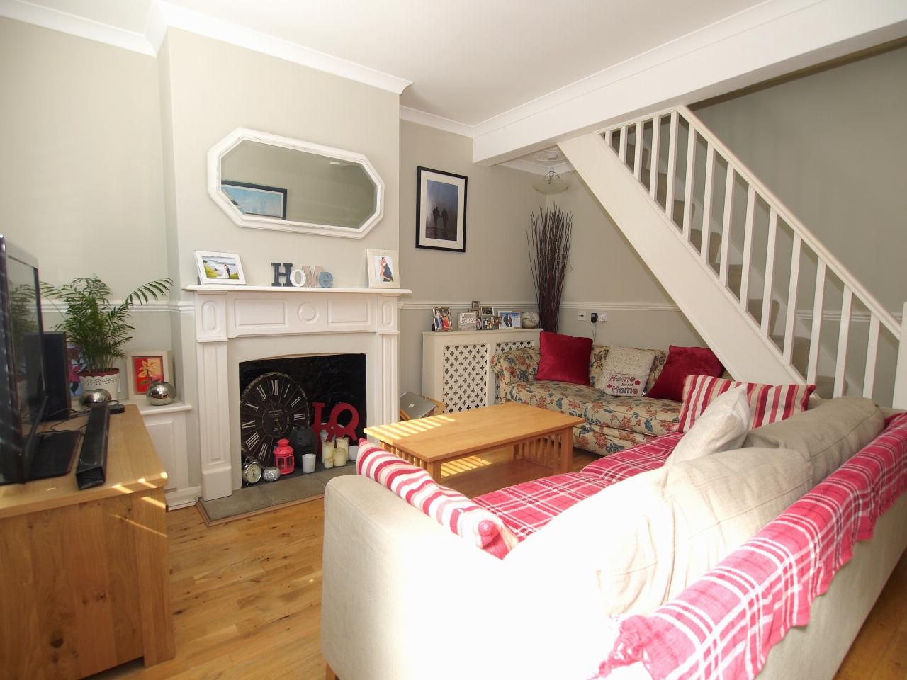 2 bedroom mid terraced house For Sale in Sevenoaks - Photograph 2