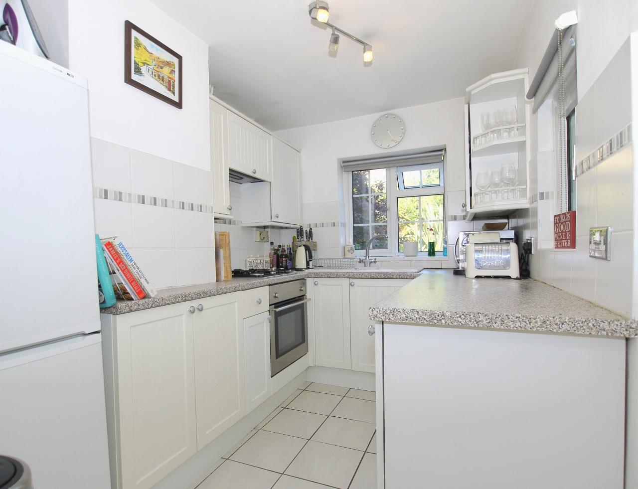 2 bedroom mid terraced house For Sale in Sevenoaks - Photograph 4