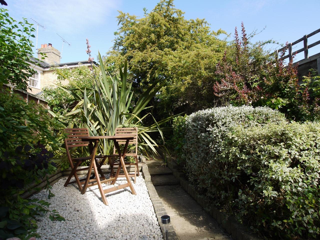 2 bedroom mid terraced house For Sale in Sevenoaks - Photograph 10