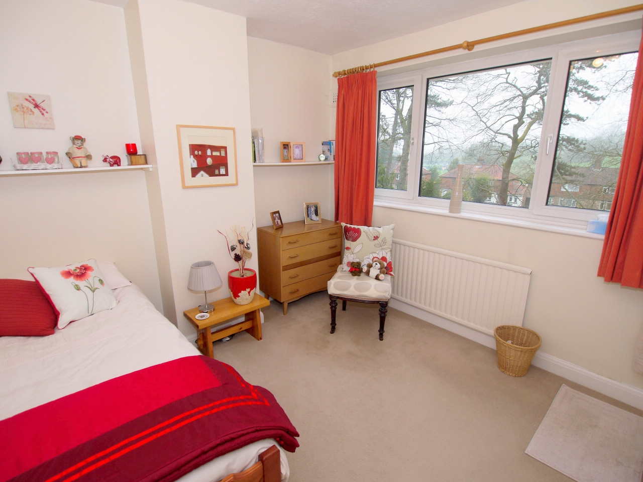 3 bedroom semi-detached house For Sale in Sevenoaks - Photograph 6