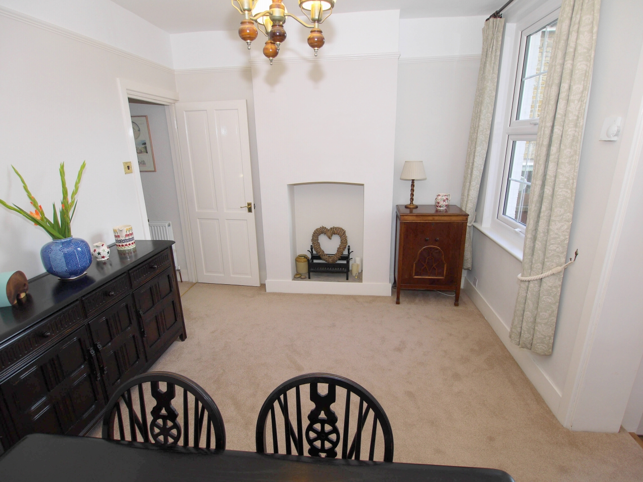 2 bedroom end terraced house For Sale in Dartford - Photograph 3