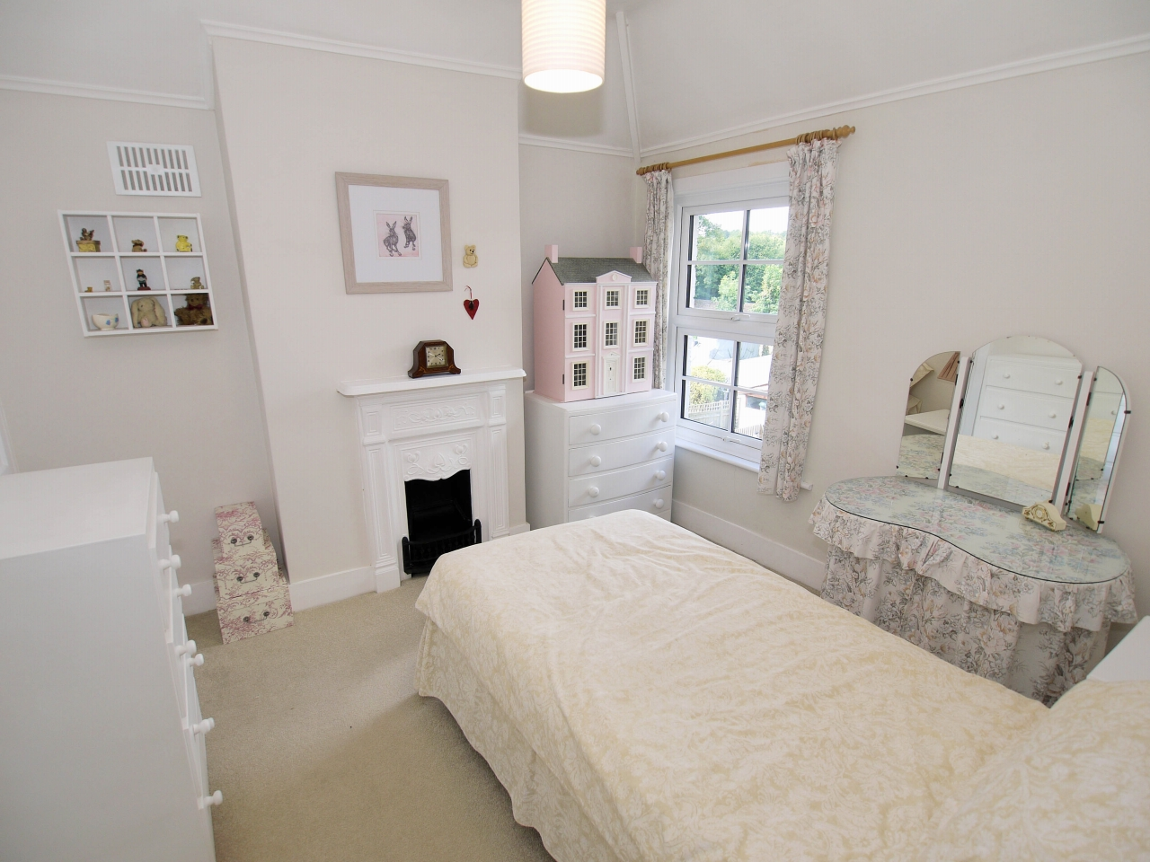 2 bedroom end terraced house For Sale in Dartford - Photograph 6