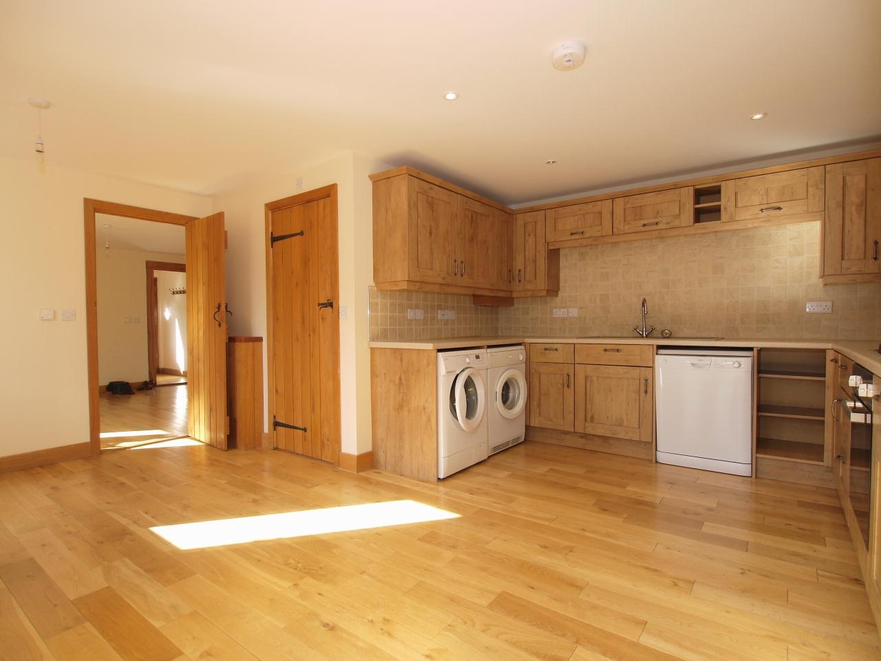 2 bedroom detached house Let in Sevenoaks - Photograph 2
