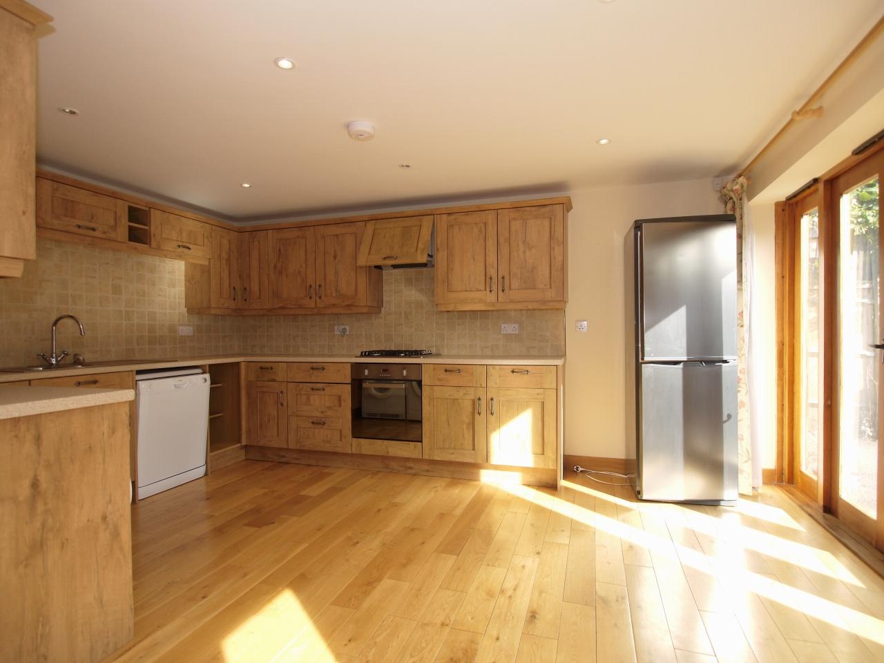 2 bedroom detached house Let in Sevenoaks - Photograph 3