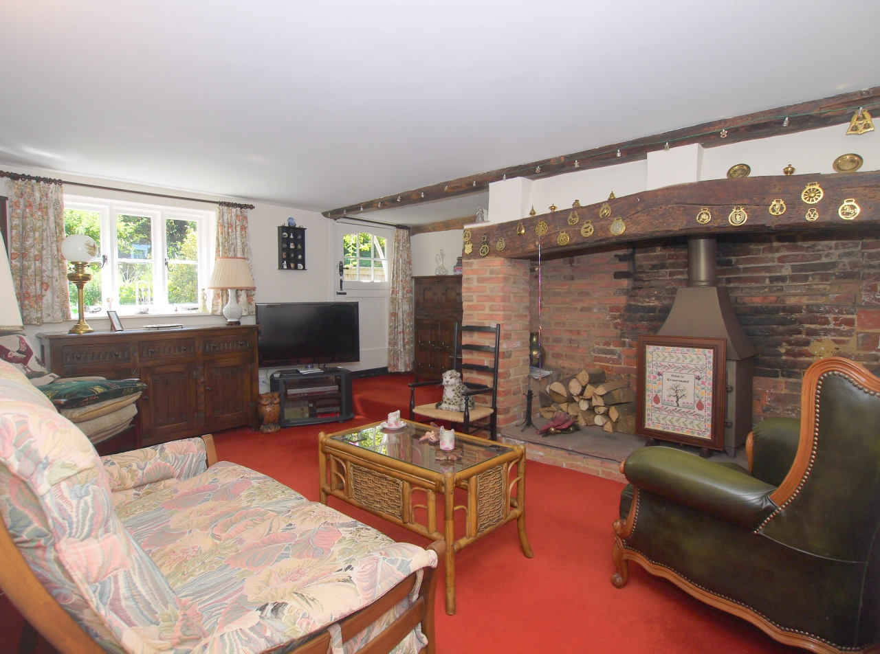 3 bedroom semi-detached house For Sale in Tonbridge - Photograph 3