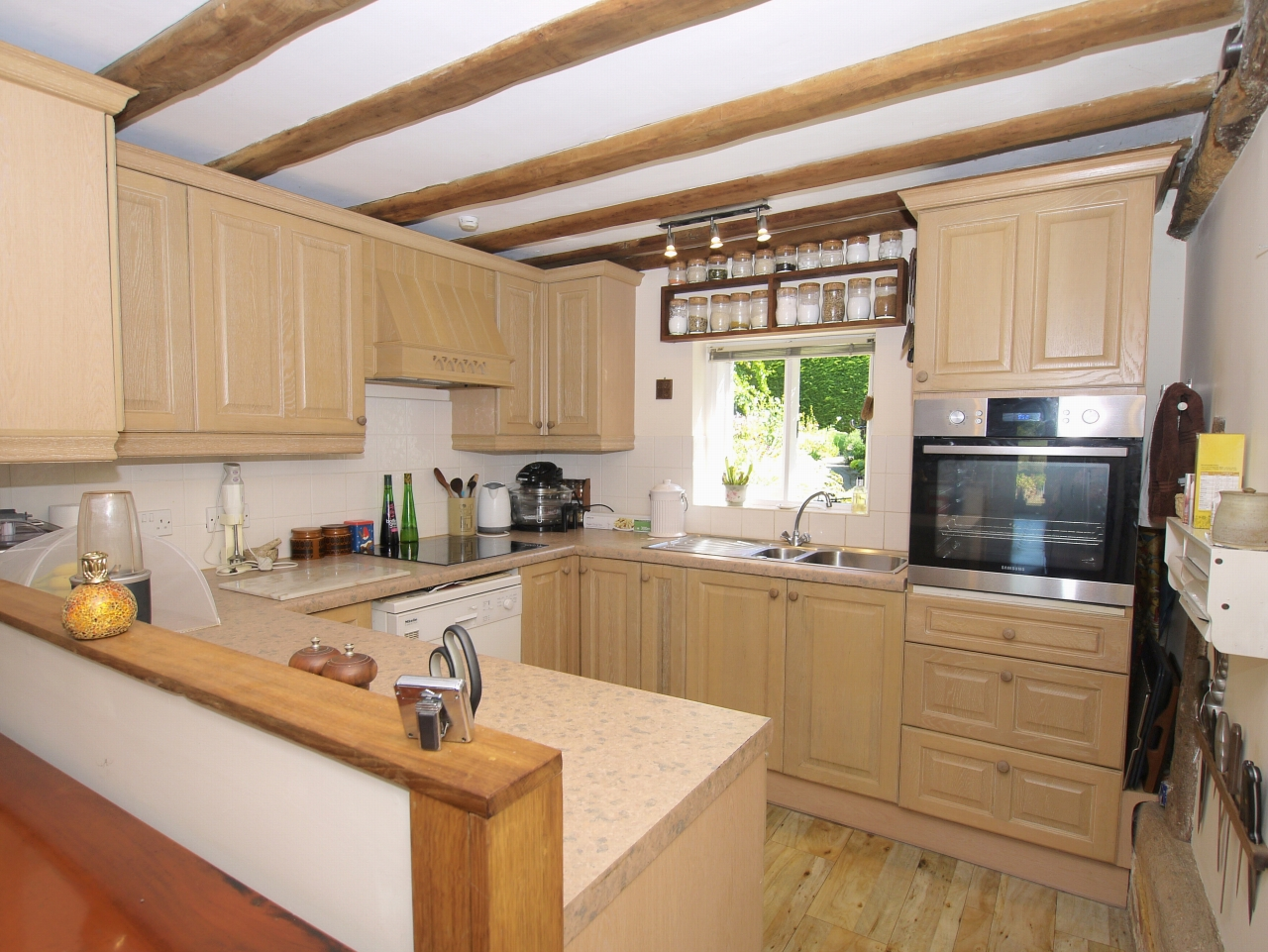 3 bedroom semi-detached house For Sale in Tonbridge - Photograph 5