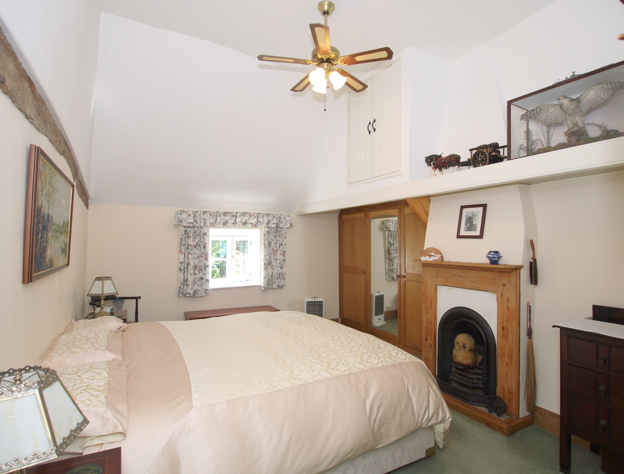 3 bedroom semi-detached house For Sale in Tonbridge - Photograph 6